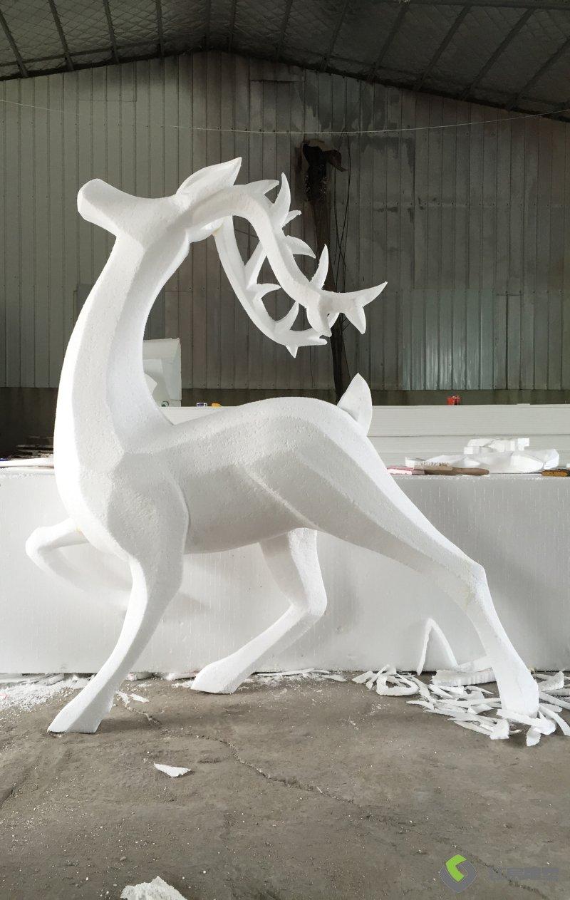 进贤云镜岁月-玻璃钢动画主题雕塑案例