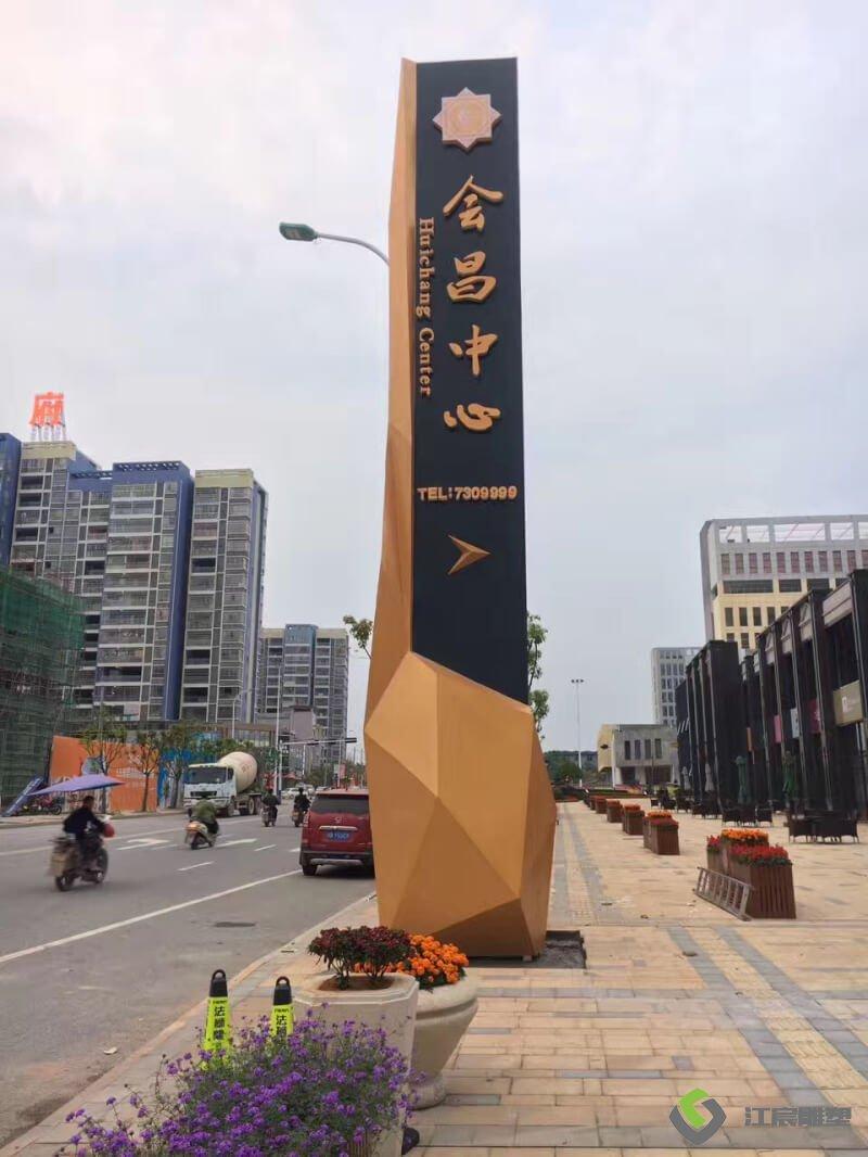 南昌雕塑厂家案例:赣州会昌中心精神堡垒立柱雕塑