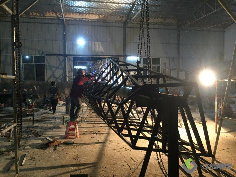 江西南昌雕塑厂:经开区中医药科创城精神堡垒不锈钢雕塑产品