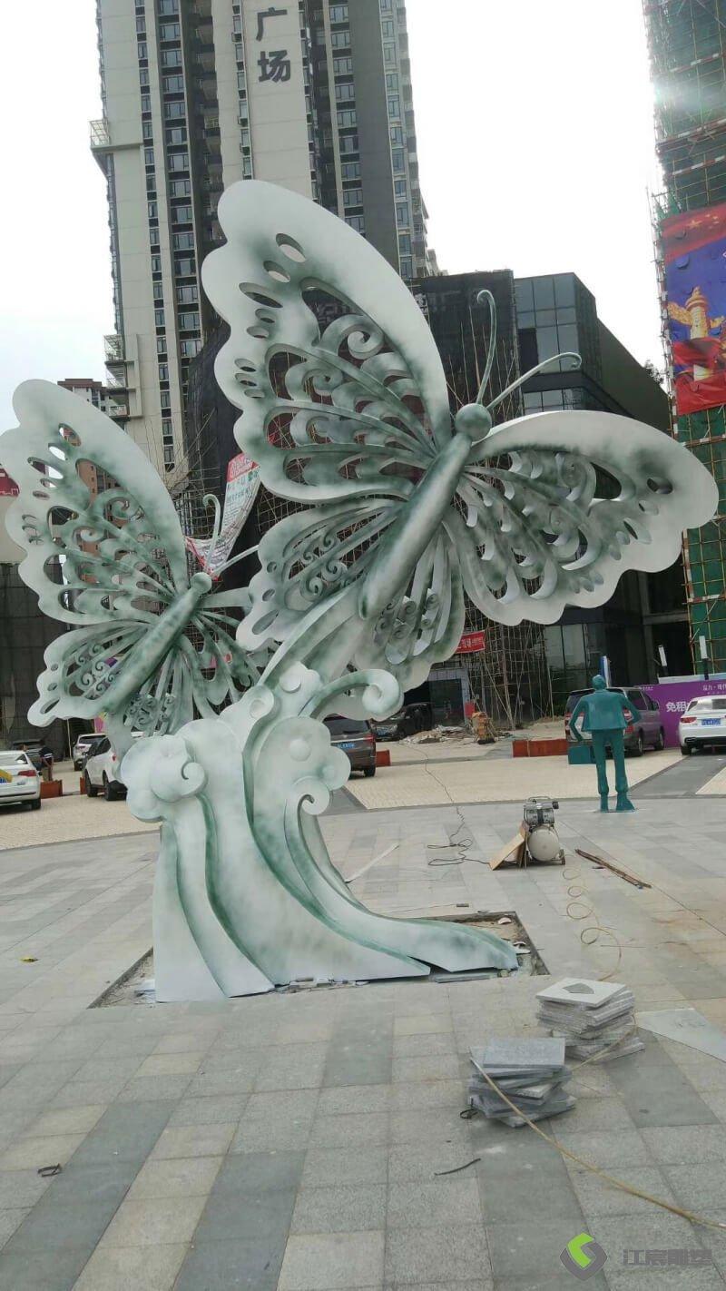 江西雕塑厂:富力现代广场不锈钢蝴蝶造型雕塑