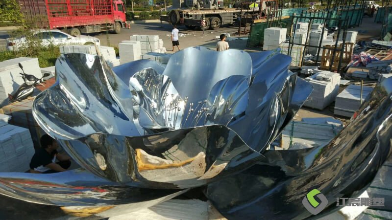 江西雕塑厂家:萍乡上栗绿地空间站镜面不锈钢雕塑
