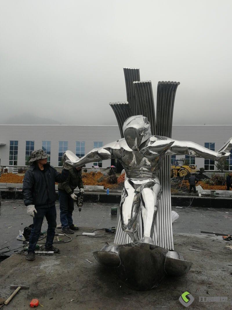 江西南昌雕塑-九江修水不锈钢镜面冲浪人物造型雕塑