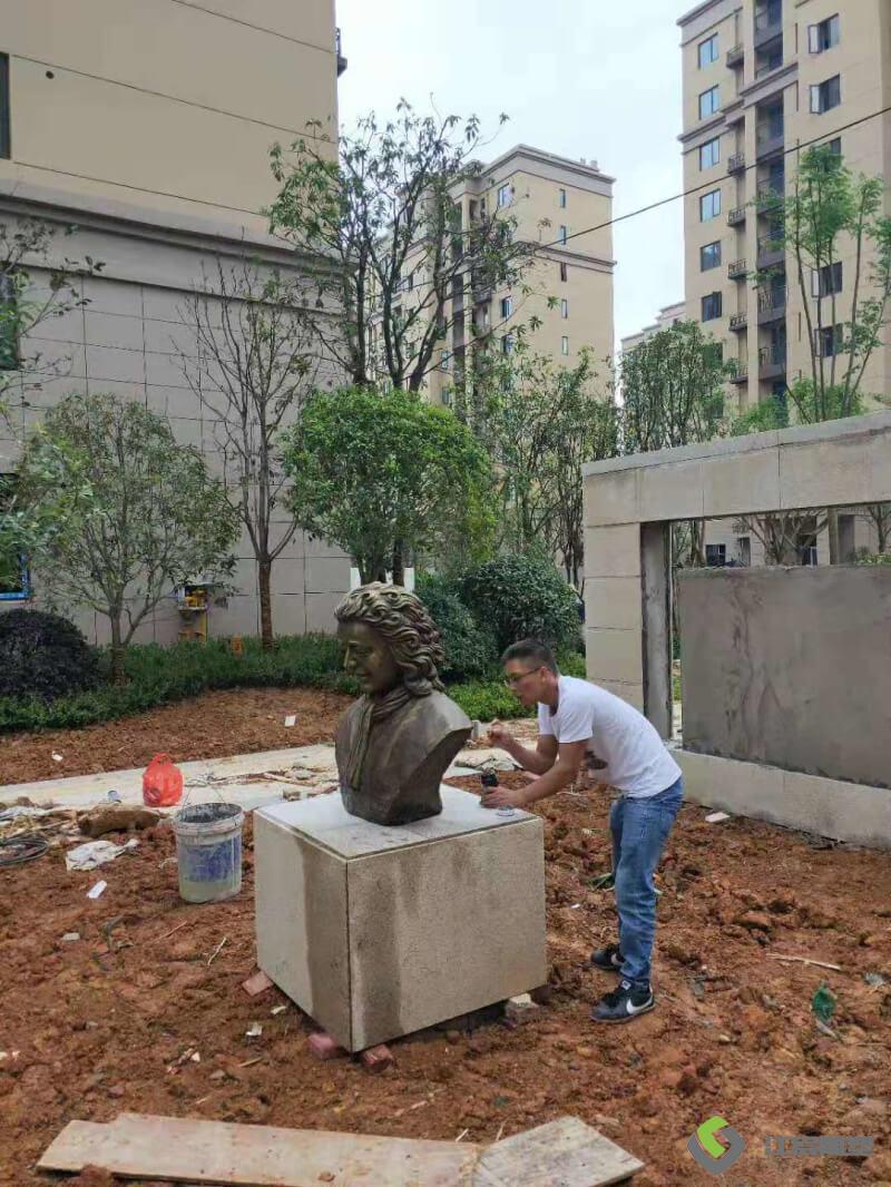 雕塑厂家:湖北黄石市玻璃钢人物雕像