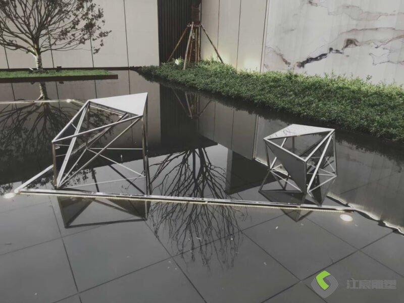 江西雕塑厂:上饶市中梁云璟地产不锈钢雕塑景观配套