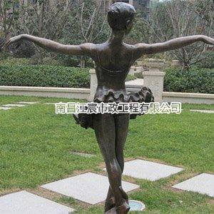 江西锻铜雕塑厂家:小区草坪女孩芭蕾舞艺术造型雕塑