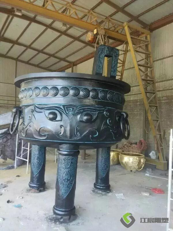 江西南昌雕塑工厂:佛具狮子造型水泥雕塑
