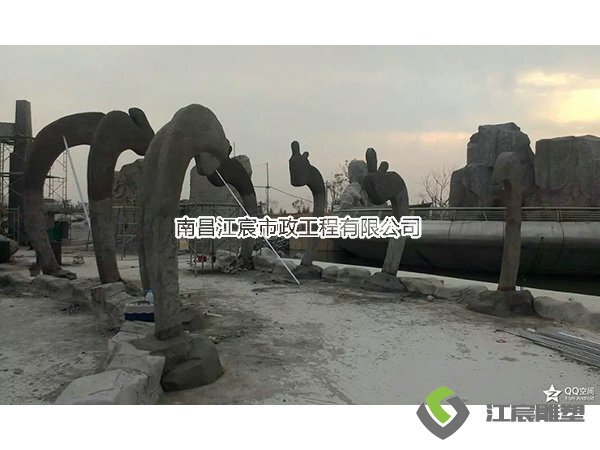 江西南昌雕塑厂家:广场大型水泥雕像