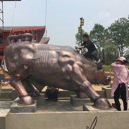 南昌雕塑厂家-高安巴夫洛锻造《华尔街牛》