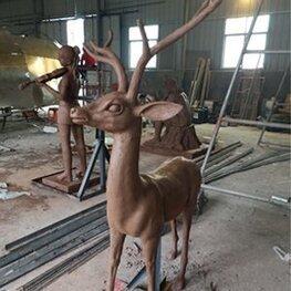 江西南昌雕塑厂家作品:湖南株洲绿地玻璃钢雕塑 野生动物鹿雕像